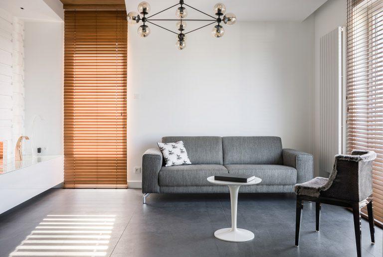 Solombra-raamdecoratie-houten-jaloezieen-bruin