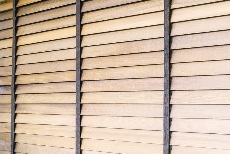 Solombra raamdecoratie houten jaloezieen closeup