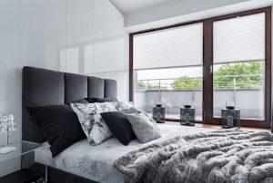 Solombra-raamdecoratie-plissegordijnen-slaapkamer